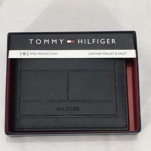 NWT Tommy Hilfiger Brown Leather Wallet & Valet